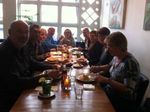 Vrijwilligers aan de lunch in Amsterdam West